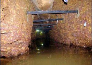300 метровый туннель, ведущий к алтарной