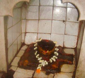 Шива Лингам, которому поклонялся демон Джхарасура