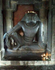 Господь Шри Нарасимха с «Прайога-чакрой» в храме Шри Рам, Нагпур, Индия